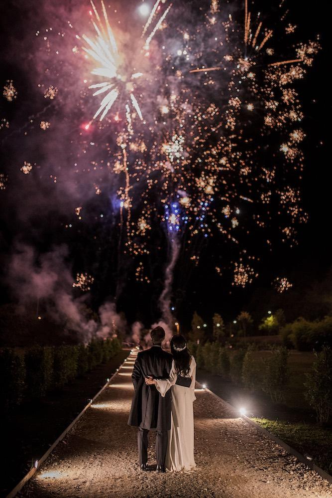 Fuegos artificiales en boda -Itziar Ortuondo