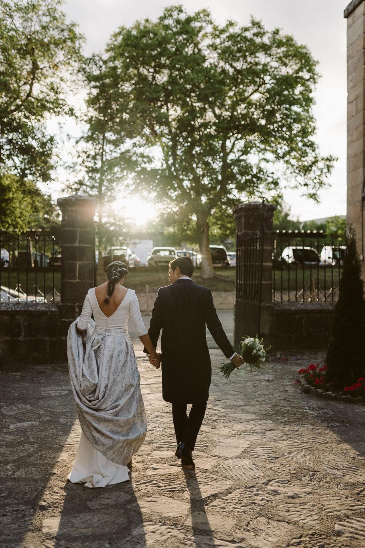 First dance - bengalas de boda - me caso - light - la mejor wedding planner de Bilbao- Boda en monasterio del espino
